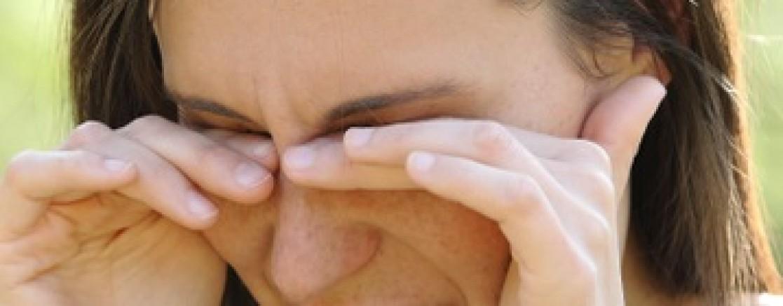 Yüksek göz tansiyonu kendini nasıl belli eder?